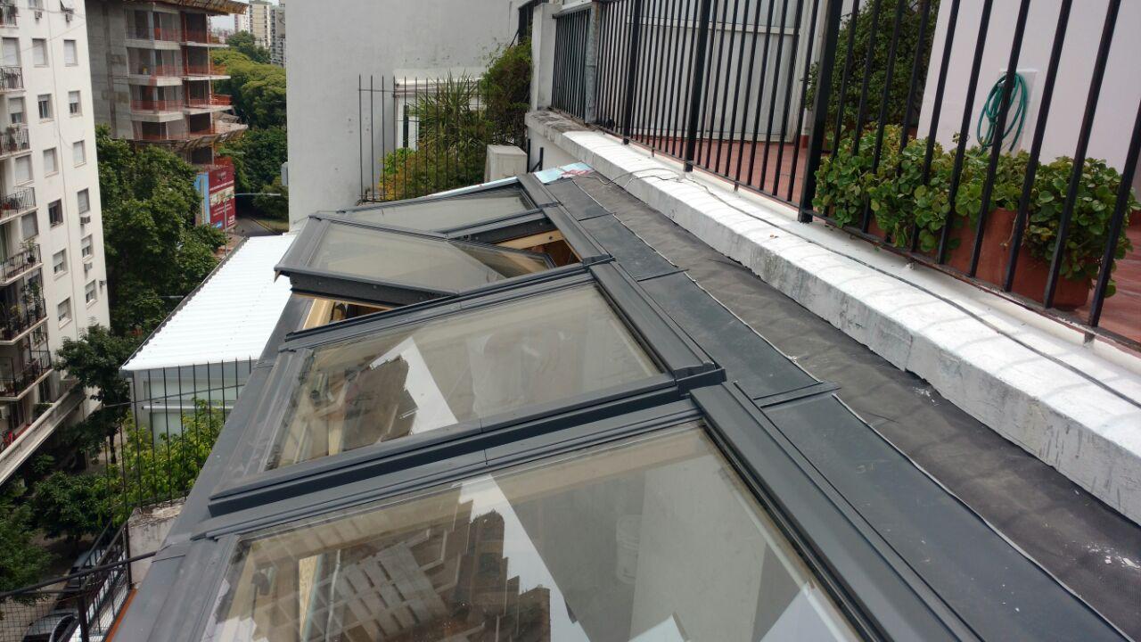 Obra otegui colocaci n de ventanas para techo velux for Ventana en el techo